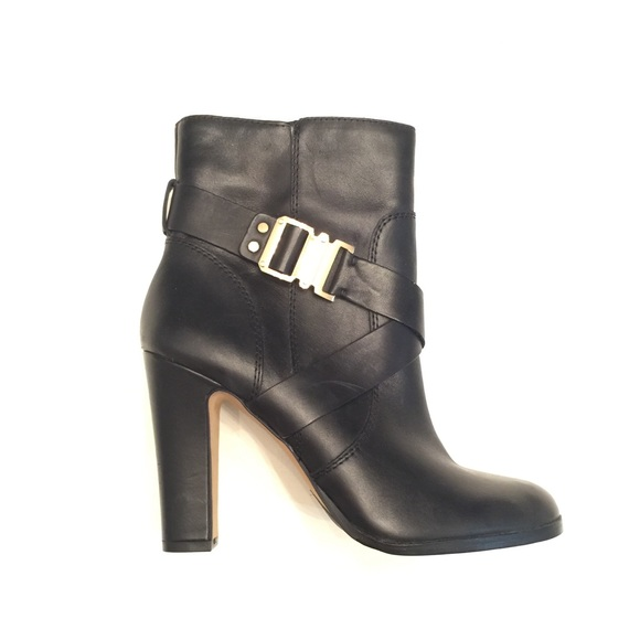Vince Camuto Shoes - Vince Camuto new block heel Leather Booties